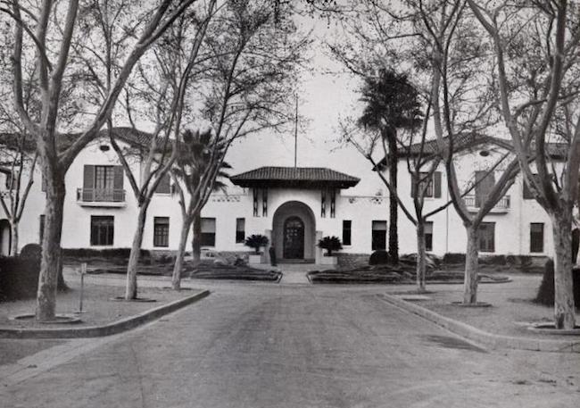 Le pavillon de l'administration, hôpital de Blida-Joinville, en 1933