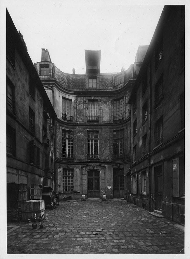 28 rue Charlot, façades sur cour, photo Nobécourt, avril 1943