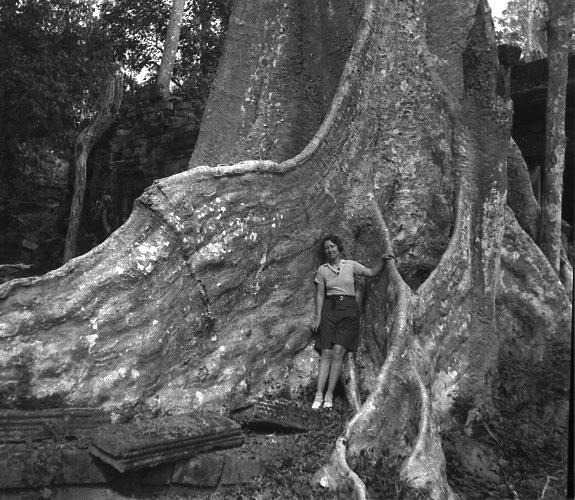 Février 1937, Hélène Hoppenot au Cambodge. Archives privées. © Éditions Claire Paulhan.