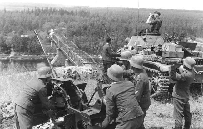 Jean Lopez et Lasha Otkhmezuri, Barbarossa. 1941. La guerre absolue