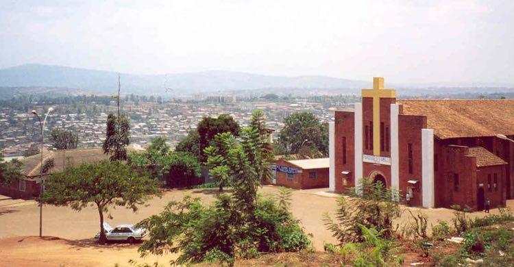 Hélène Dumas, Sans ciel ni terre. Paroles orphelines du génocide des Tutsi (1994-2006)