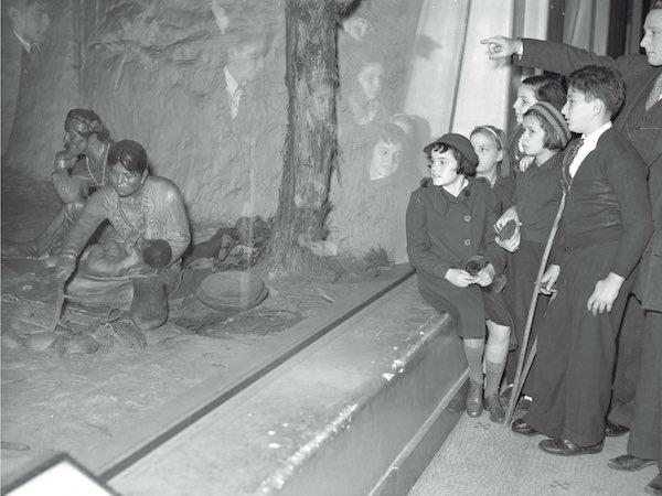 Noémie Étienne, Les autres et les ancêtres. Les dioramas de Frantz Boas et d'Arthur C. Parker à New York, 1900 En attendant Nadeau