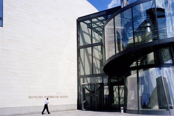 Krzysztof Pomian, Le musée, une histoire mondiale. I. Du trésor au musée