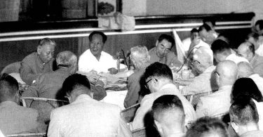 Renverser ciel et terre : la Révolution culturelle par Yang Jisheng