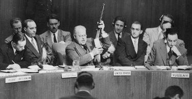 Organiser le monde, une autre histoire de la guerre froide de Sandrine Kott