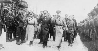Dans la guerre civile russe, des Blancs contre les Rouges