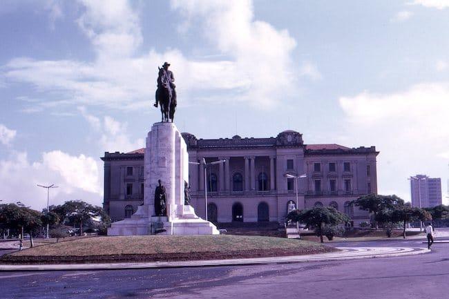 Carnet de mémoires coloniales, d'Isabela Figueiredo : un père petit colon